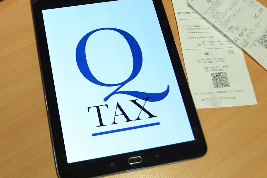 Tablet und Rechnungen